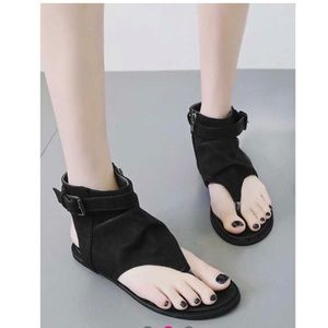 Shoes - CLEARANCE Black slouch thong sandals size 8 NEW